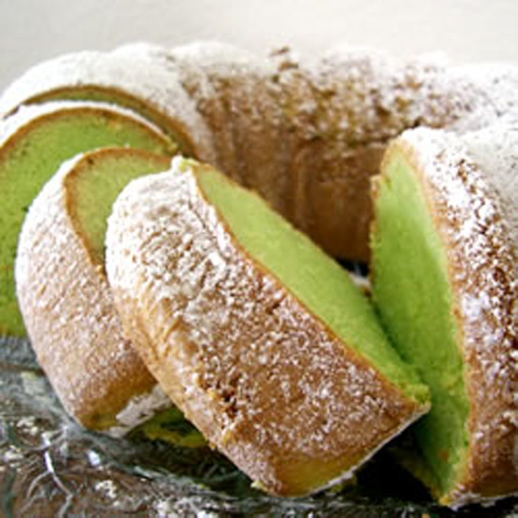 Bundt pistachio cake