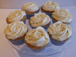 Coconut cupcakes with rose