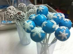 Snowflakes cake pops