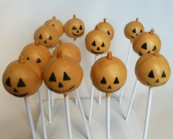 Pumpkin Halloween cake pops