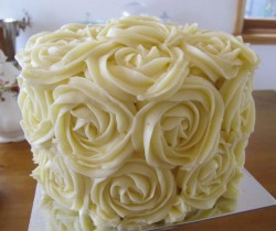 Vanilla buttercream rose cake