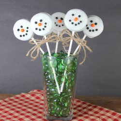 Cake pops snowman