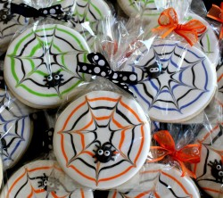 Halloween cookies with spider