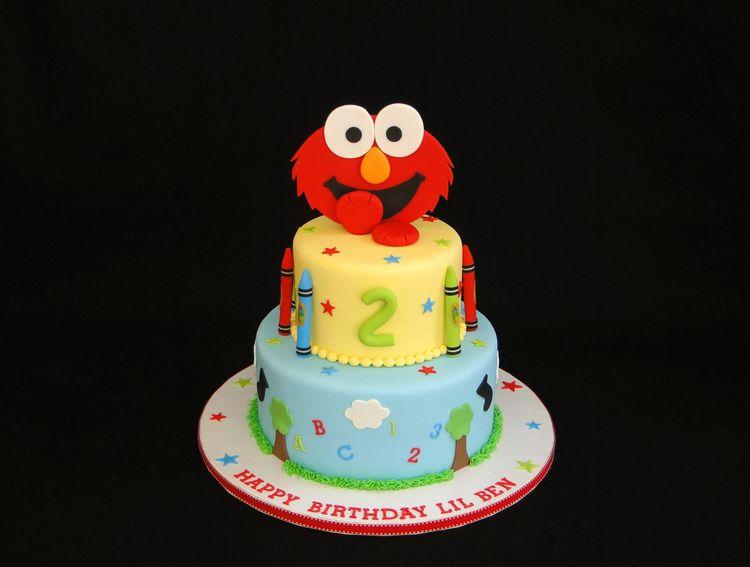 2 Tier Cake With Smiling Elmo