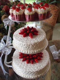 2 tier red velvet cake
