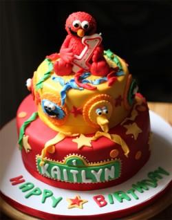 Amazing fondant Elmo cake