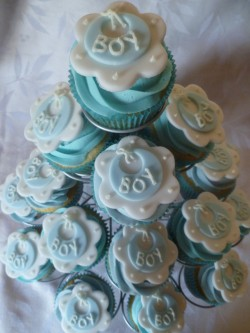 Baby shower cupcakes with bibs