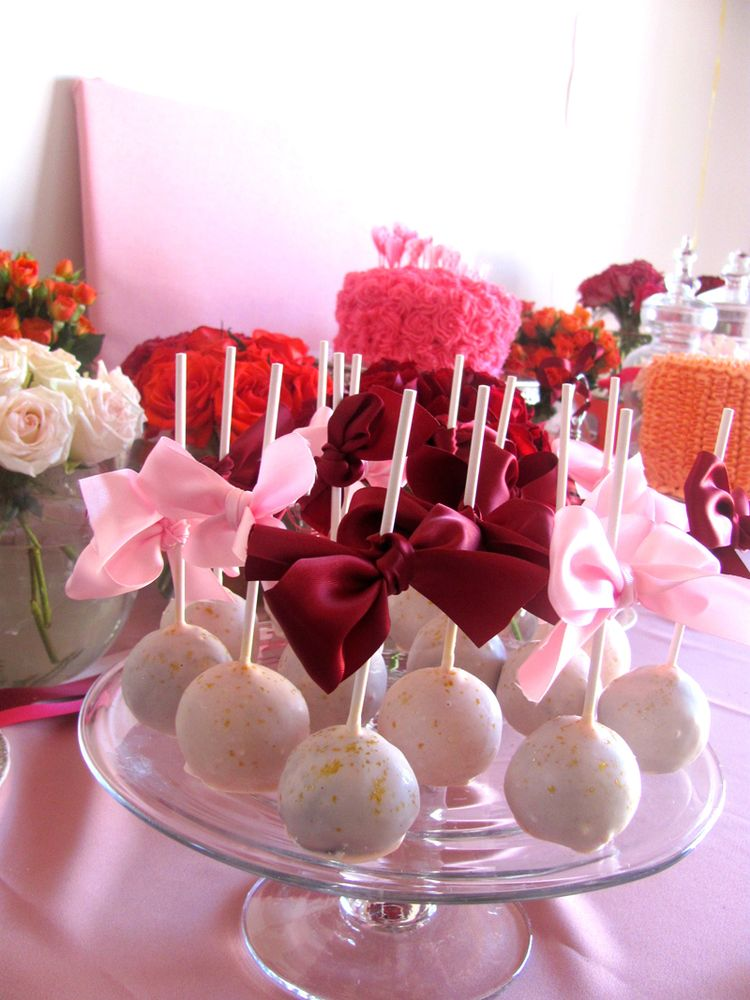 Birthday cake pops with ribbon