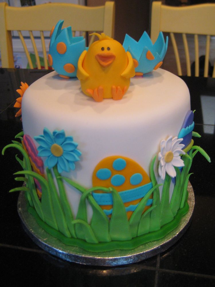 Easter cake with cute chicken