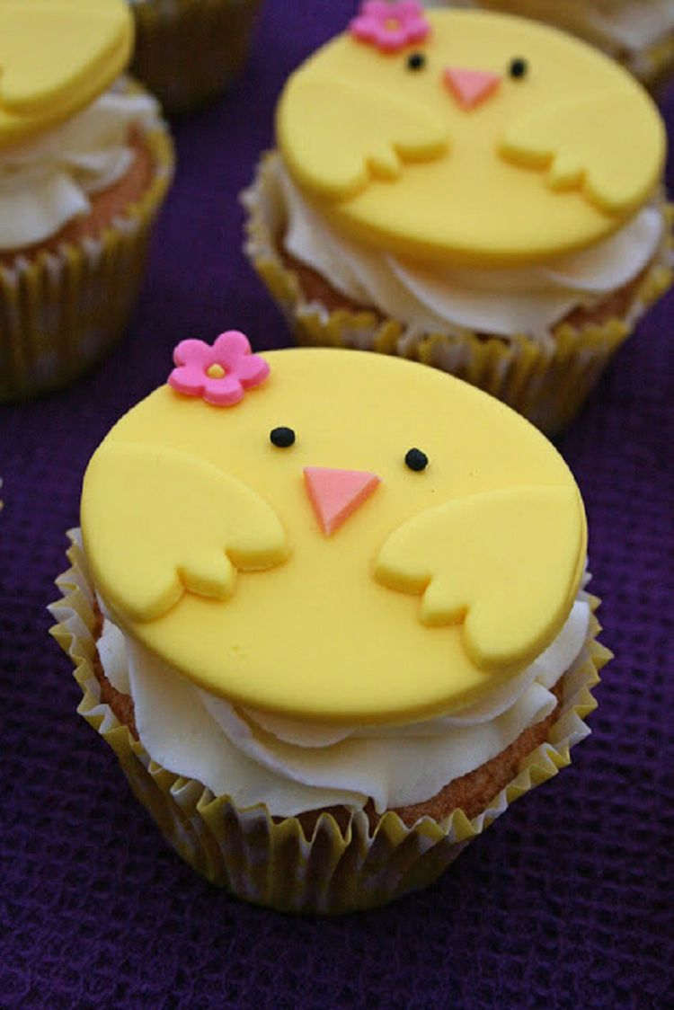 Easter Cupcakes With Chicken Decoration