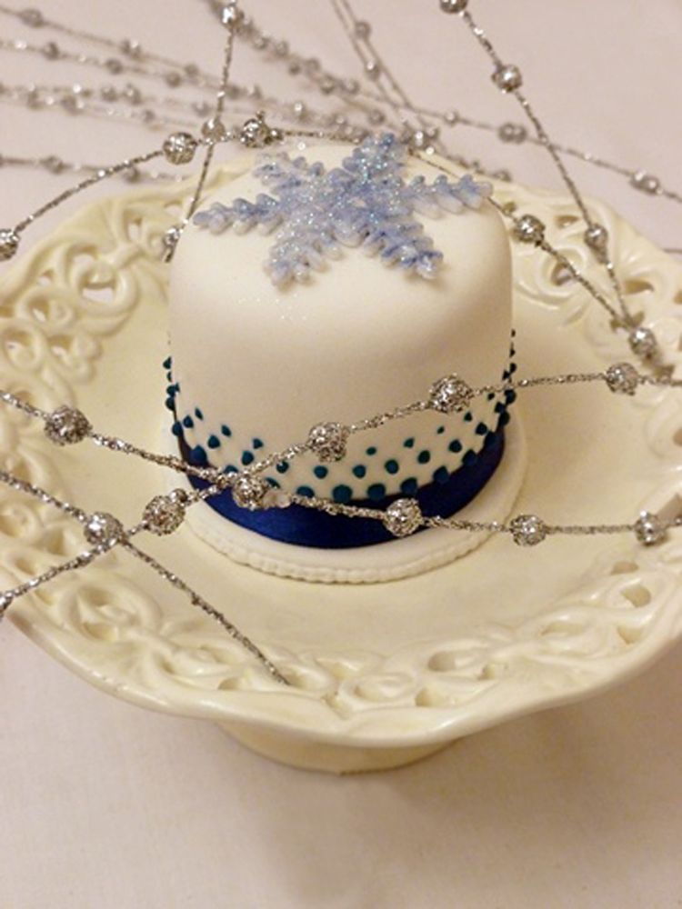 Mini cake with snowflake