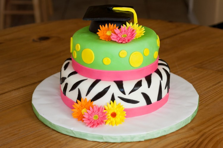 2 tiers graduation cake with flowers