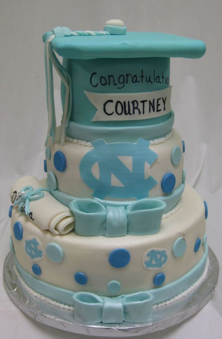 3 tiers graduation cake