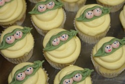 Baby shower cupcakes – peas