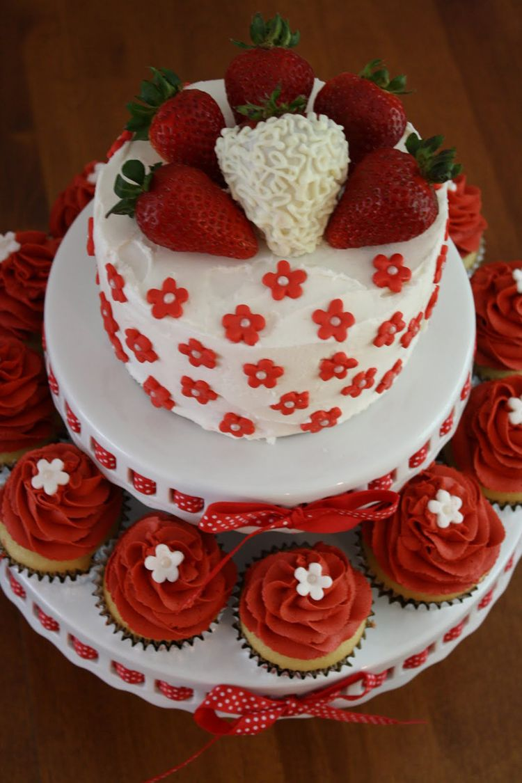 Cake Decoration Ideas For Bridal Shower : Bridal shower cake with strawberry