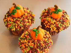 Cupcakes with sugarpaste pumpkin