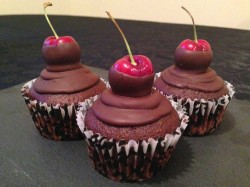 Dark chocolate and cherry cupcakes