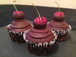 Dark chocolate and cherry cupcakes