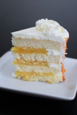 Fresh lemon cake's slice