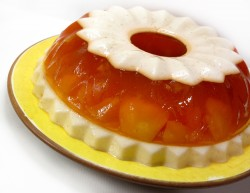 Jello cake with peaches
