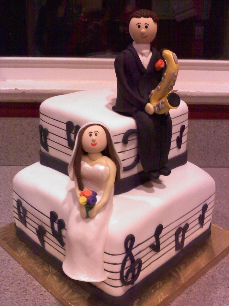 Musical groom's cake