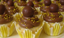 Banana cupcake with chocolate