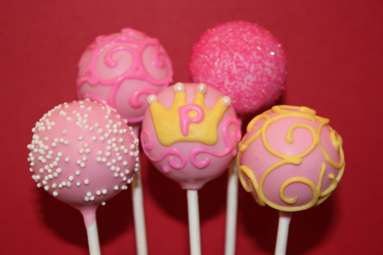 Birthday cake pops with crown