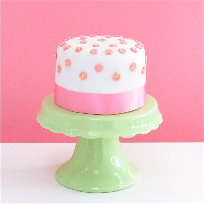 Mini cake with pink flowers