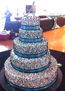 Quinceanera cake with swirls