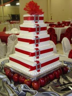 Red quinceanera cake