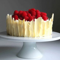 White chocolate and raspberry cake