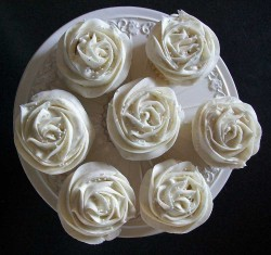 Vanilla cupcakes with rose decor