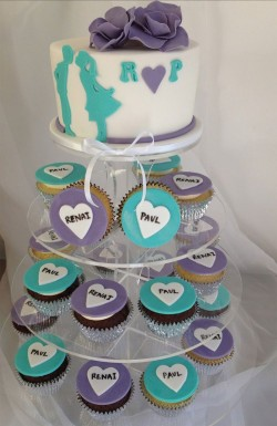 Engagement cake with cupcakes