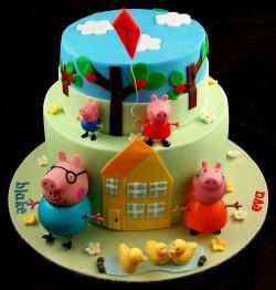 Fondant Peppa pig cake