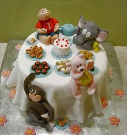 Fondant cake with animals