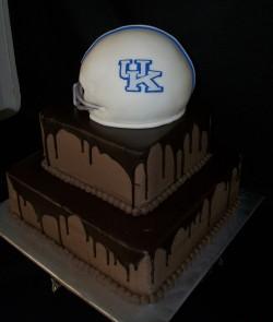 Groom's cake – helmet