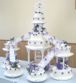 Quinceanara cake with violet roses