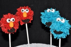 Red and blue Elmo cake pops