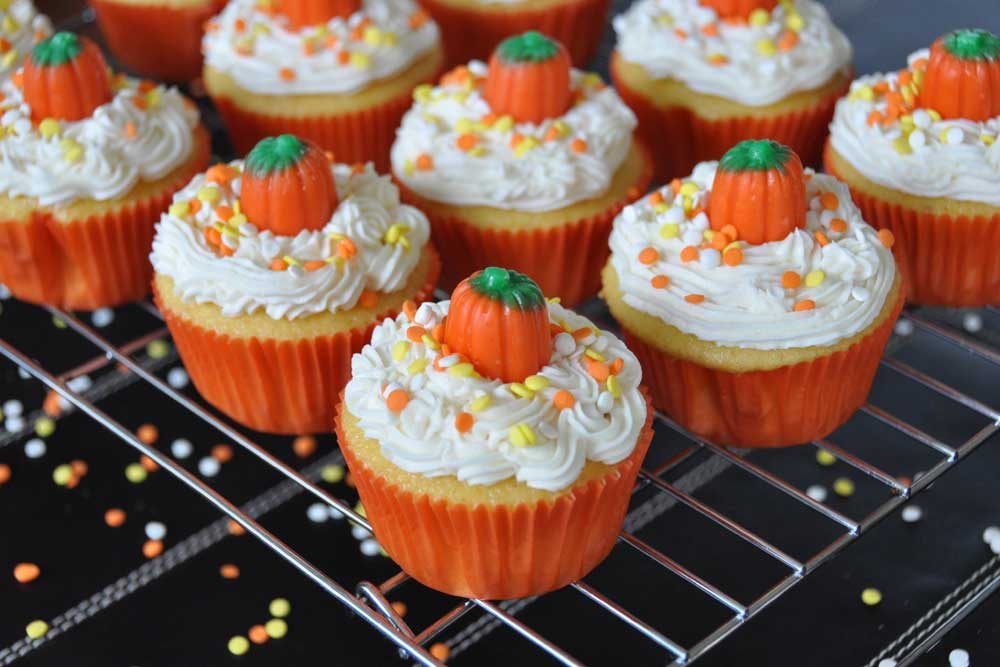 Halloween pumpkin cupcakes - Halloween decorations for cupcakes ...