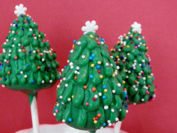 Beautiful Christmas tree cake pops