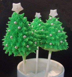 Cake pops Christmas tree