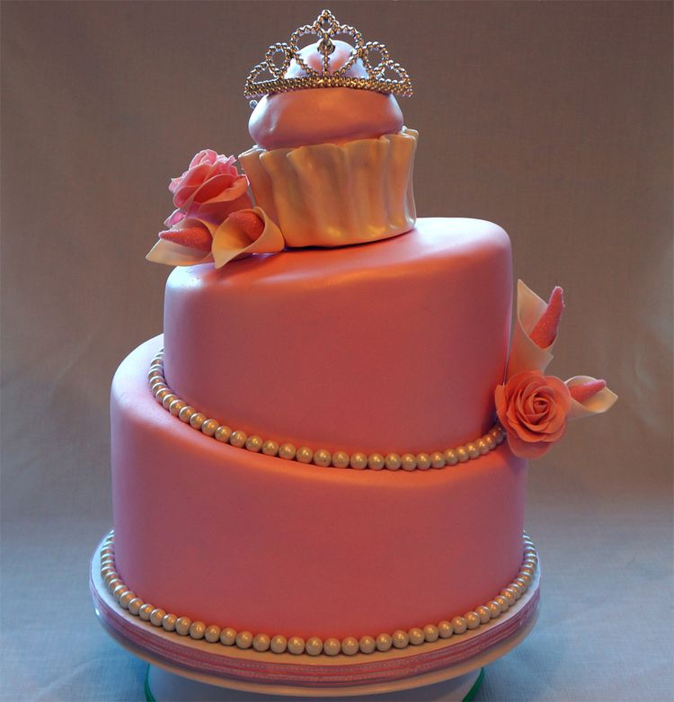 Quinceanera cake with crown