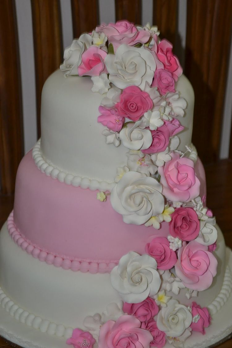 Cake With Fondant Storage : 3 tier fondant cake with roses