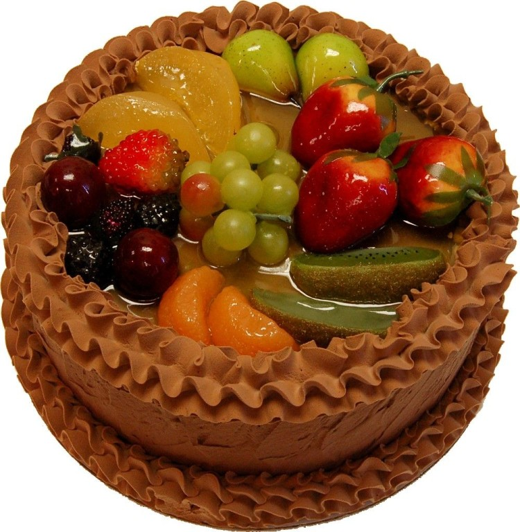 Caramel cake with fruits