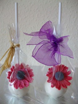 Wedding cake pops with flower
