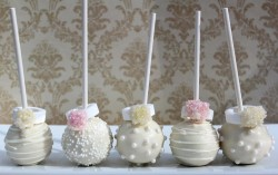 Wedding cake pops with rings