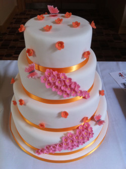 3 tiers cake with butterflies