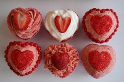 Cupcakes with strawberry hearts