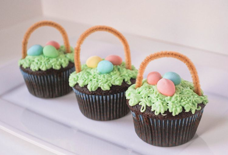Easter cupcakes – mini baskets