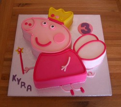 Peppa pig with crown cake